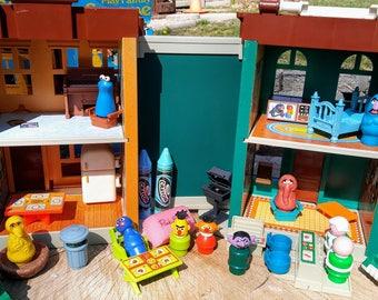 Vintage Fisher Price Sesame Street Play Set #938-LOADED w/ Box