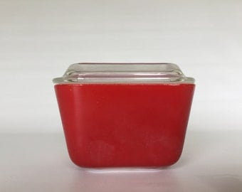 Pyrex 501/501-C Red Refrigerator Dish with lid