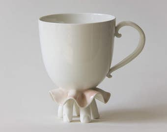 Ballerina ceramic mug. Hand made in Montréal. Goye. White and pink.