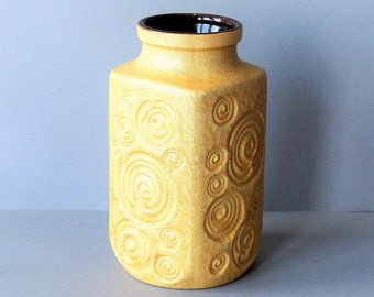 Vase by Scheurich West Germany, Jura decor, soft yellow, shells and snails, WGP model 282-20,  sixties, vintage, retro