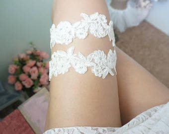Ivory lace wedding garter, single bridal garter, wedding toss garter, keepsake garter, lace garter for bride, handmade lace garter, garter