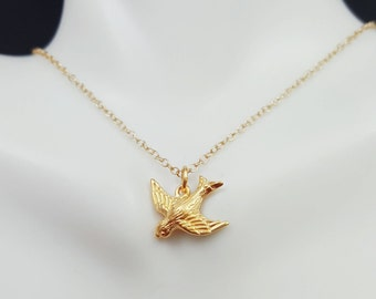 Sweet Bird pendant - Gold bird necklace - tiny bird necklace - gold wren jewelry - bird pendant - gold chickadee necklace - finch necklace
