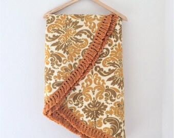 Vintage Linen Oval Tablecloth // Retro Damask Pattern, Fringe, Thanksgiving  Decor, Vintage