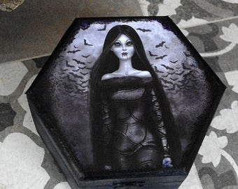 Hand decorated wooden box Kalt, creepy cold girl. Hand decorated. Gothic box painted, decorated with paper and varnished