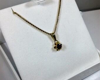Pendant gold 333 Garnet pebbles flower GA123