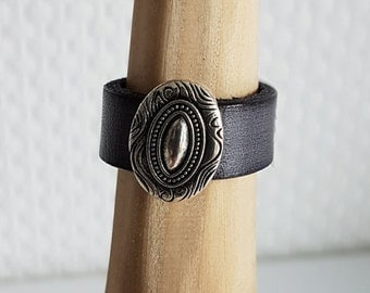 Leather ring 10 mm with ZAMAK trim part LR10-04