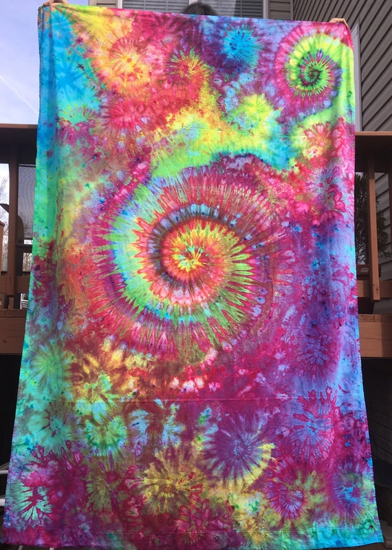 Tie dye sheet tapestry psychedelic trippy boho music for Trippy house music