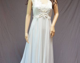 Vintage 1970's White Wedding Gown
