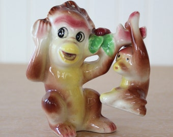 Vintage 1950s Monkyes Salt and Pepper Shaker Set Mother and Baby Monkeys