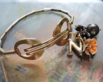 Classic peach bracelet
