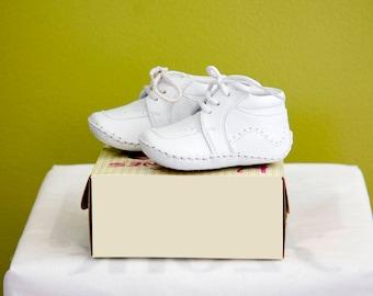 Infant Boys Shoe in Pearl Ivory & White Christening Shoe/ Zapato Pata Bebe Ivory o Blanco Para Bautizo