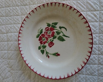 """Plate """"Epernay"""" Sarreguemines & Digoin, white/cream to red flowers, 40 years."""