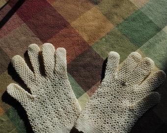Gloves in ecru child crochet 1950