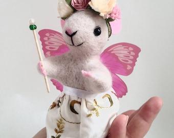 NEEDLE FELT MOUSE,  Fairy mouse, Cute mouse, Needle felt animal, Needle felt miniature Art doll, Cute Felted Mouse Eco Toy Home decor