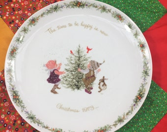 Vintage 1973 Holly Hobbie Christmas Plate, Collectible Plate, Christmas Decoration, Holiday Decor, Gift for her, 1970s Christmas, Doll