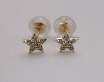 10Karat Solid Yellow Gold Star Diamond Earstuds