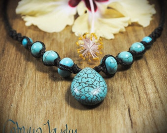 Handmade macrame necklace with reconstituted turquoise