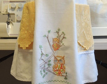 Vintage owl apron with fillet crochet pockets