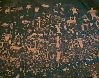 Petroglyphs, Newspaper Rock, Utah, USA, history etched in stone