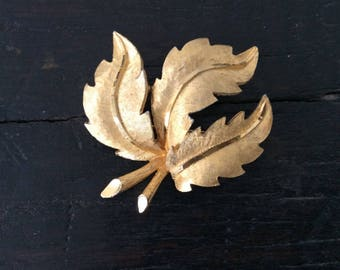 Vintage BSK Leaf Brooch / Pin / Gold Tone / Costume Jewellery