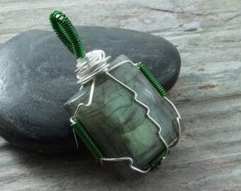 Labradorite wire wrap pendant - Silver - Square pendant - Labradorite necklace - Green flash