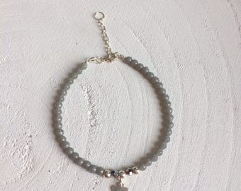 Bracelet with 925 sterling silver beads, light gray glass beads and 925 sterling silver bead and conclusion