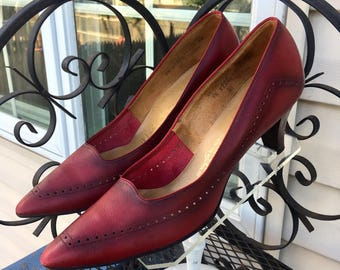 Maroon LEATHER SPECTATORS, Vintage 1960's Pumps, Stacked Leather High Heel Shoes, size 9 1/2, 3A/4A