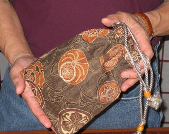 Kamon Family Crests Design Mens' Pouch Browns