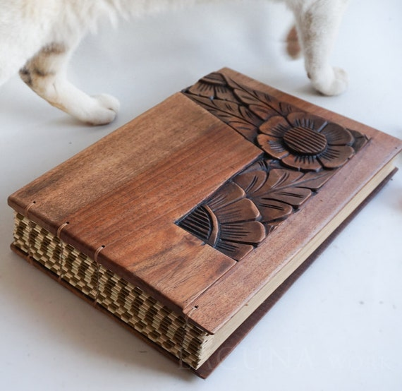 Wooden Wedding Album: Photo Album Wedding Book Old Wood Carved Covers