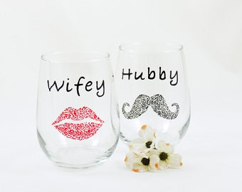 Wifey and Hubby stemless wine glasses - Hand painted - Newlywed, Couple, Engagement, Wedding, Anniversary gift