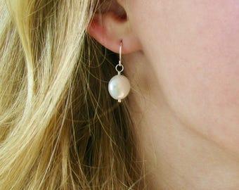 Freshwater Pearl Coin Earrings // Pearl Coin Earrings // Circle Pearl Earrings // Real Pearl Earrings // Bridesmaid Earrings
