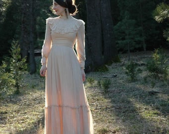 Size XS... 1970s Vintage Cotton and Lace Wedding Dress... 70s Gunne Sax Style Bridal... Neo Victorian Dream Dress