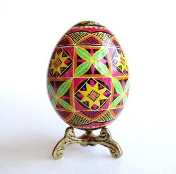 Pysanka Ukrainian Easter egg batik decorated chicken egg