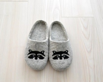 Felted mens slippers  - grey slippers - wool indoor slippers - raccoon slippers