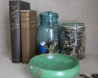 Shabby Jade Green Wooden Bowl Trinket Dish / Upcycled Wood Bowl for Keys Change / Organization for Desk, Dresser, Vanity, Entry Table