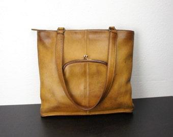Vintage Coach Slim Kiss Lock Shoulder Bag, Camel Tan Leather, Shopper Tote Purse, Notebook Purse, New York City, United States 040479