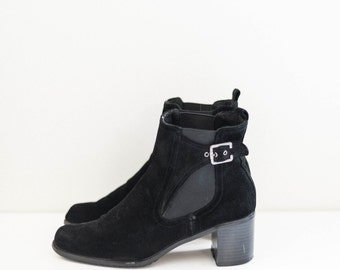 chelsea ankle buckle heel boots - black suede leather - women's size 8.5