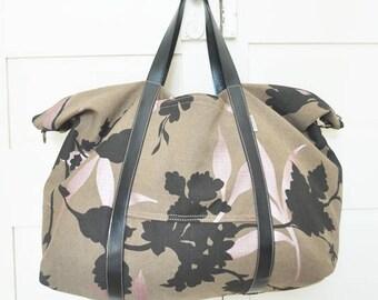Weekender bag, travel bag, duffel bag, duffle bag, overnight bag, vegan, upcycled, eco-friendly, flower, leaves, brown, made in barcelona
