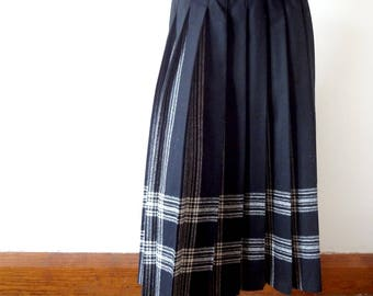 Vintage Wool Pleated Skirt - black & ivory plaid Pendleton a-line tartan size M