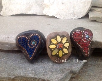 Garden Stone/Paperweights #4 Group Mosaic Heart, Mosaic Rock, Mosaic Garden Stone, Home Decor, Gardening, Gardening Gift,