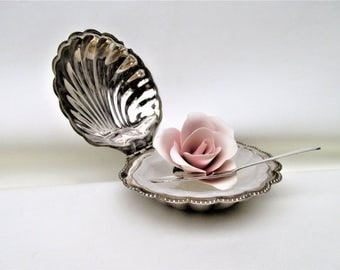 Vintage Butter Dish with Lid   Caviar Dish   Clam Shell Butter Holder   Sea Shell Decor