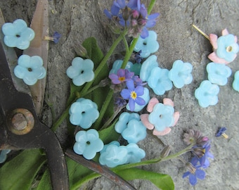 24 Vintage 7mm Sweet Forget Me Not Flower Glass Bead