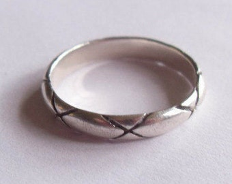 Vintage Sterling Silver Cross-Hatched Ring Style X Band Size 9