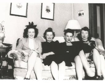 """Vintage Snapshot """"Family Photo"""" Women Lined Up On The Couch 1940'sFound Vernacular Photo"""