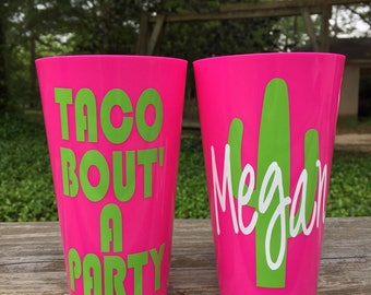 TACO BOUT a PARTY / Bachelorette Tumblers / Personalized Plastic Party Cups / Birthday Tumblers / Fiesta / Plastic Cups / Party Favor/Cactus