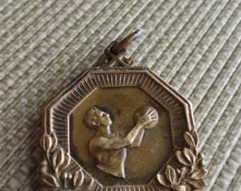 C452)  Vintage Basketball Medal  Balfour
