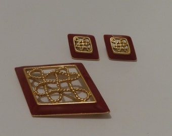 Vintage Gold Tone Monet Brooch and Earring Set
