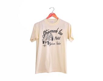vintage t shirt / southwestern shirt / souvenir t shirt / Idaho / 1970s butter yellow Stagecoach Inn Motel t shirt Small