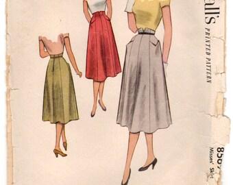"""1950's McCall's Skirt with V-shape pockets - Waist 24"""" - No. 8569"""