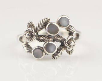 925 Stamped Flower and Mother of Pearl Floral Silver Metal Ring    Size  US 7   UK N 1/2